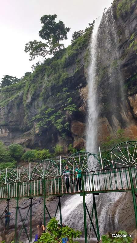 waterfall-bhandardara-backwater-akoleon-the-way-amruteshwar-temple-akole-tourism